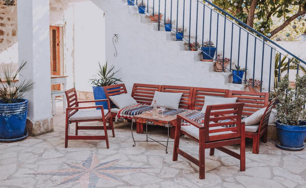 yoga retreat kroatien unterkunft terrasse